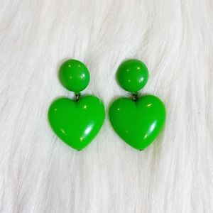 2/$25💞 Vintage 80's green heart dangle earrings💚